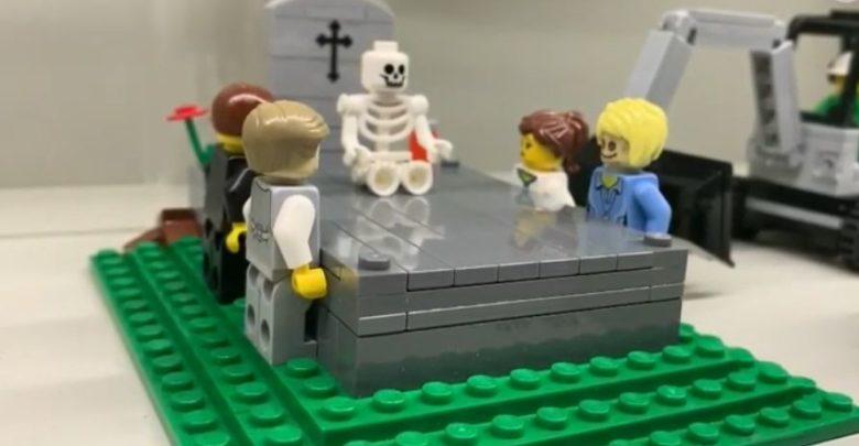 Un set fúnebre de Lego para niños causa furor por Halloween